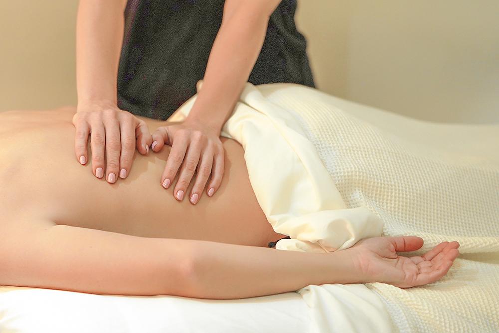 masaže hrbta